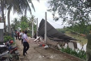 Cần Thơ: Sạt lở tại quận Bình Thủy, một căn nhà bị sụp xuống sông