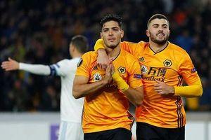 Va chạm giữa Son Heung-min và Gomes tái hiện ở Europa League