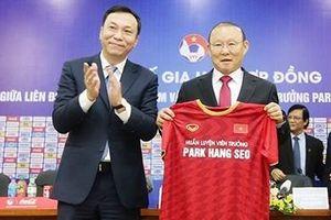 Phía sau câu chuyện tiền lương của ông Park