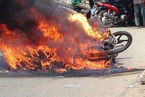 Thi thể người đàn ông bị cháy sau tai nạn giao thông