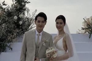 Đông Nhi và Ông Cao Thắng khóc khi hôn nhau trong lễ cưới