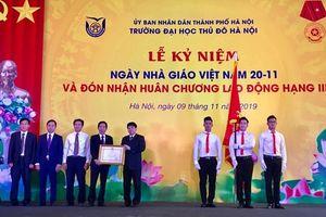 Trường Đại học Thủ đô Hà Nội đón nhận Huân chương Lao động hạng Ba
