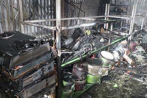Cháy chợ ở Ninh Bình, nhiều tiểu thương bị thiệt hại