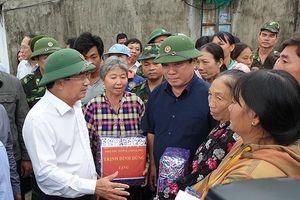 Phó Thủ tướng Trịnh Đình Dũng kiểm tra ứng phó bão số 6