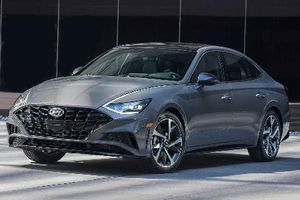 Hyundai Sonata thế hệ mới bán ra từ 564 triệu đồng tại Mỹ