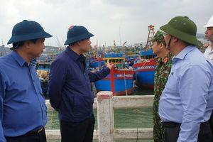 Bộ trưởng Nguyễn Xuân Cường trực tiếp kiểm tra công tác phòng, chống bão số 6 tại Quảng Ngãi