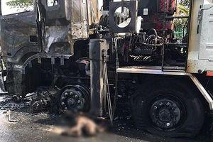 Người đi xe máy chết cháy sau khi va chạm với xe tải