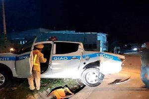 Tài xế say rượu, đâm văng xe tuần tra của CSGT