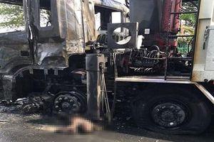 Người đi xe máy chết cháy sau va chạm với xe tải