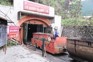 Vách đá đổ sập vùi chết 4 công nhân trong mỏ than ở Quảng Ninh