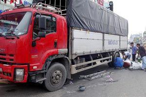 An Giang: Xe tải tông 6 xe máy dừng chờ đèn đỏ làm nhiều người bị thương