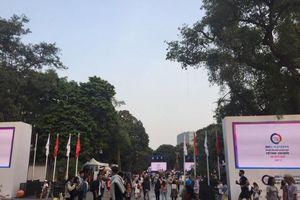 Lễ hội Văn hóa ẩm thực Việt Nam - Hàn Quốc thu hút hàng ngàn người dân đến phố đi bộ Hồ Gươm