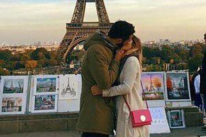 THƯ GIÃN CUỐI TUẦN: Nụ hôn thuần khiết bên tháp Eiffel