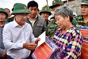 Phó Thủ tướng Trịnh Đình Dũng kiểm tra công tác ứng phó cơn bão số 6 tại Bình Định
