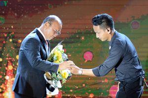 Thầy Park cười duyên trong ngày được vinh danh ở AFF Awards 2019
