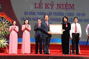 Trao tặng Huân chương Độc lập hạng Nhì cho Trường THPT Lương Văn Tụy
