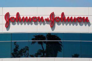Johnson & Johnson bị buộc bồi thường 8 tỉ USD vì thuốc khiến... đàn ông to ngực