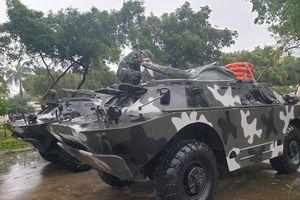 Huy động xe bọc thép BRDM-2 ứng cứu dân trong bão số 6