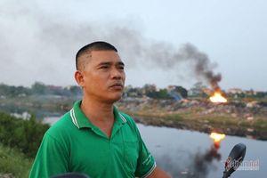 Lửa cuồn cuộn trên đống vải vụn, cả xã ở Hà Nội tự đầu độc mình