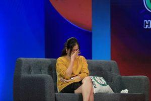 Lâm Vỹ Dạ ân hận bật khóc tiết lộ từng tát con vì quá stress
