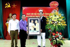 Bí thư Thành ủy Vinh chung vui Ngày hội Đại đoàn kết tại xã Nghi Ân