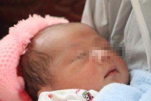Bình Phước: Bé sơ sinh 1 tuần tuổi bị bỏ lại trong chùa