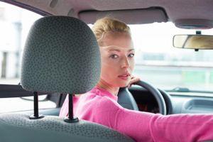 Xe ô tô có thể đi lùi nhanh cỡ nào?