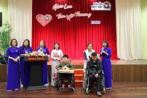 Mái ấm Việt - Séc quyên góp 700 triệu đồng cho người khó khăn