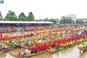 Hàng chục ngàn người đến với Hội đua ghe Ngo khu vực ĐBSCL 2019