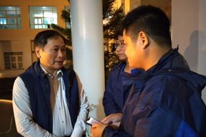 Khánh Hòa: Hai người dân mắc kẹt trên biển đã được đưa vào bờ an toàn