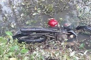 Huế: Phát hiện thi thể nam thanh niên cùng xe máy dưới mương nước