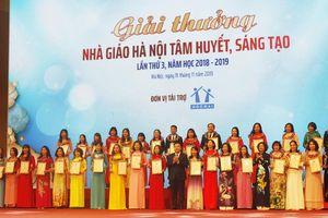 Hà Nội vinh danh nhà giáo tiêu biểu nhân kỷ niệm 65 năm Ngày thành lập ngành giáo dục