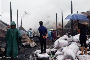 100 cảnh sát chữa cháy lò than không phép ở Buôn Ma Thuột