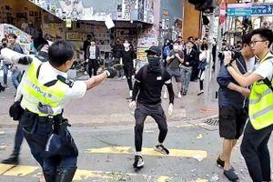 Cảnh sát bắn trúng ngực người biểu tình ở Hong Kong