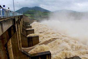 Hàng loạt hồ chứa thủy lợi, thủy điện xả lũ sau bão