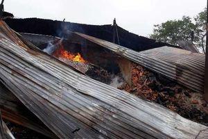 Đắk Lắk: 9 lò than bốc cháy ngùn ngụt giữa trời mưa bão
