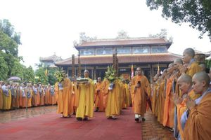 Đội mưa di quan cố đại lão hòa thượng Thích Trí Quang đến Vườn Địa Đàng hỏa táng
