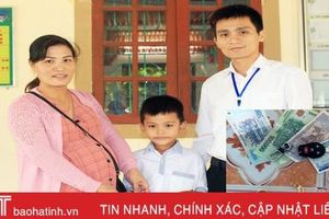 Bé tiểu học trả lại ví tiền trị giá hơn 15 triệu đồng cho người đánh rơi