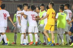 Clip hậu trường: U.19 Việt Nam ăn mừng trong phòng thay đồ khi giành vé vào VCK châu Á 2020