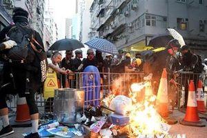 Lãnh đạo Hong Kong kêu gọi người biểu tình chấm dứt hành động bạo lực