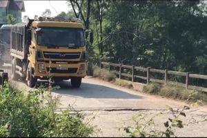 Phổ Yên, Thái Nguyên: Xe tải chở đất quần nát đường dân sinh và số phận của một cây cầu.