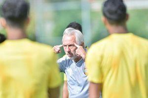 HLV trưởng UAE làm điều gây sốc trước trận gặp ĐT Việt Nam