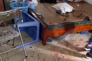 Hà Nội: Người phụ nữ 48 tuổi hứng cơn mưa dao từ thanh niên lạ mặt