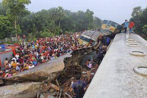 2 đoàn tàu Bangladesh va chạm, ít nhất 16 người chết