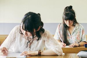 5 người Trung Quốc bị bắt vì chụp trộm đề thi đại học ở Nhật Bản