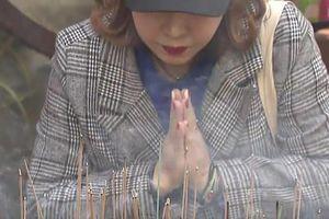 Phụ huynh Hàn đổ xô tới chùa cầu may cho con trước thi đại học