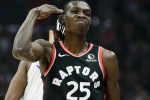 Cú block khiến đối thủ ngã xuống sàn của sao NBA