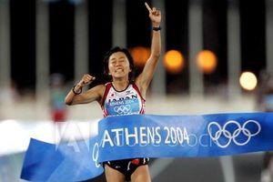 Mizuki Noguchi là người Nhật Bản đầu tiên rước đuốc Olympic Tokyo