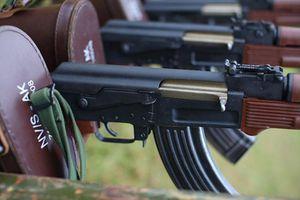 Tự hào súng AK báng nhựa Việt Nam được Nga khen ngợi hết lời
