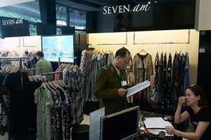 Tạm giữ trên 9.000 sản phẩm thời trang Seven.am